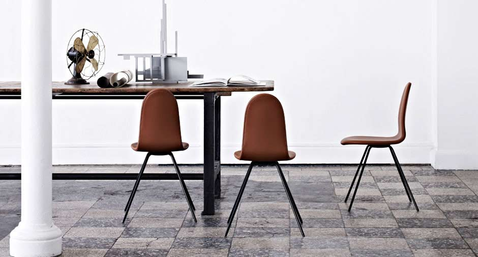 Tongue chairs designed by Arne Jacobsen